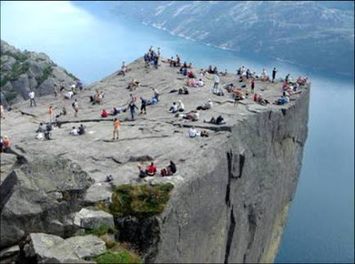 Preikestolen+(Pulpit+Rock)+05.jpg