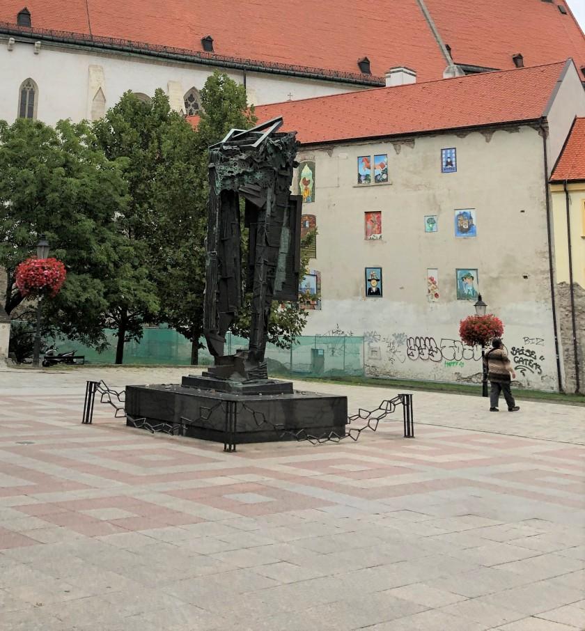 אנדרטת השואה ברטיסלבה.jpg