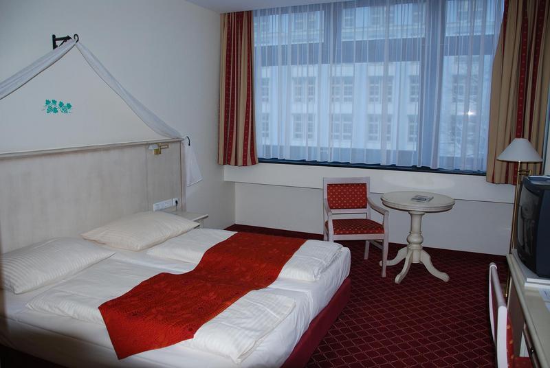 החדר במלון שאטו.jpg