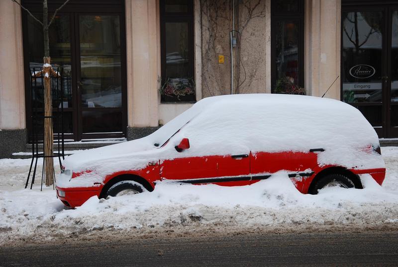 מכונית קבורה בשלג.jpg