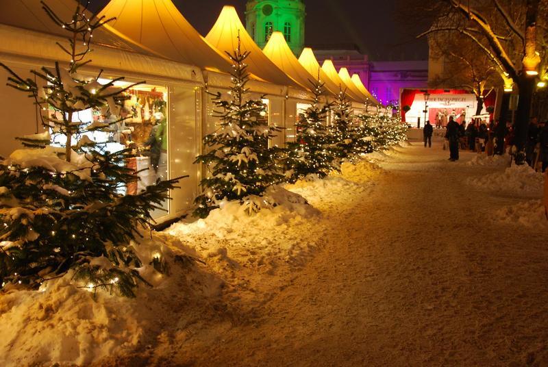 שוק חג מולד ליד הארמון.jpg