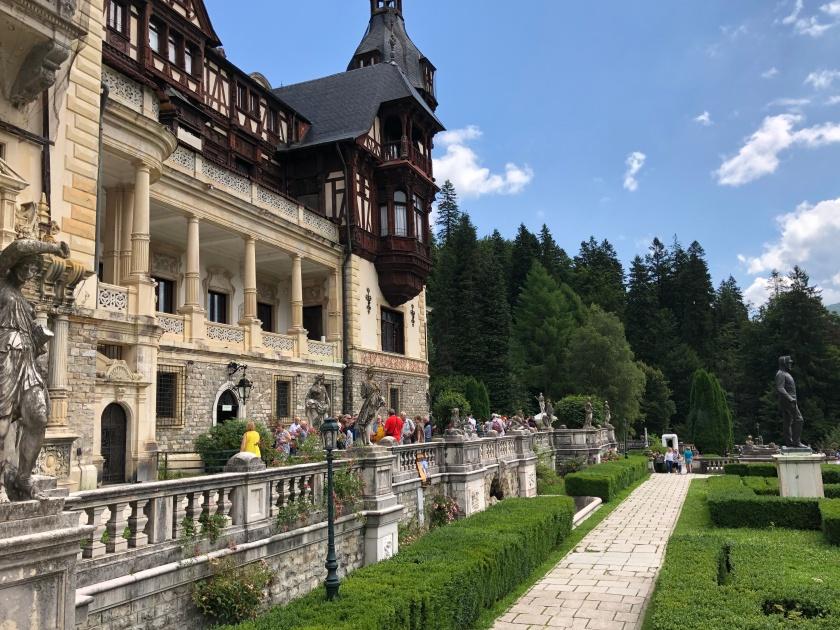 הגנים והארמון