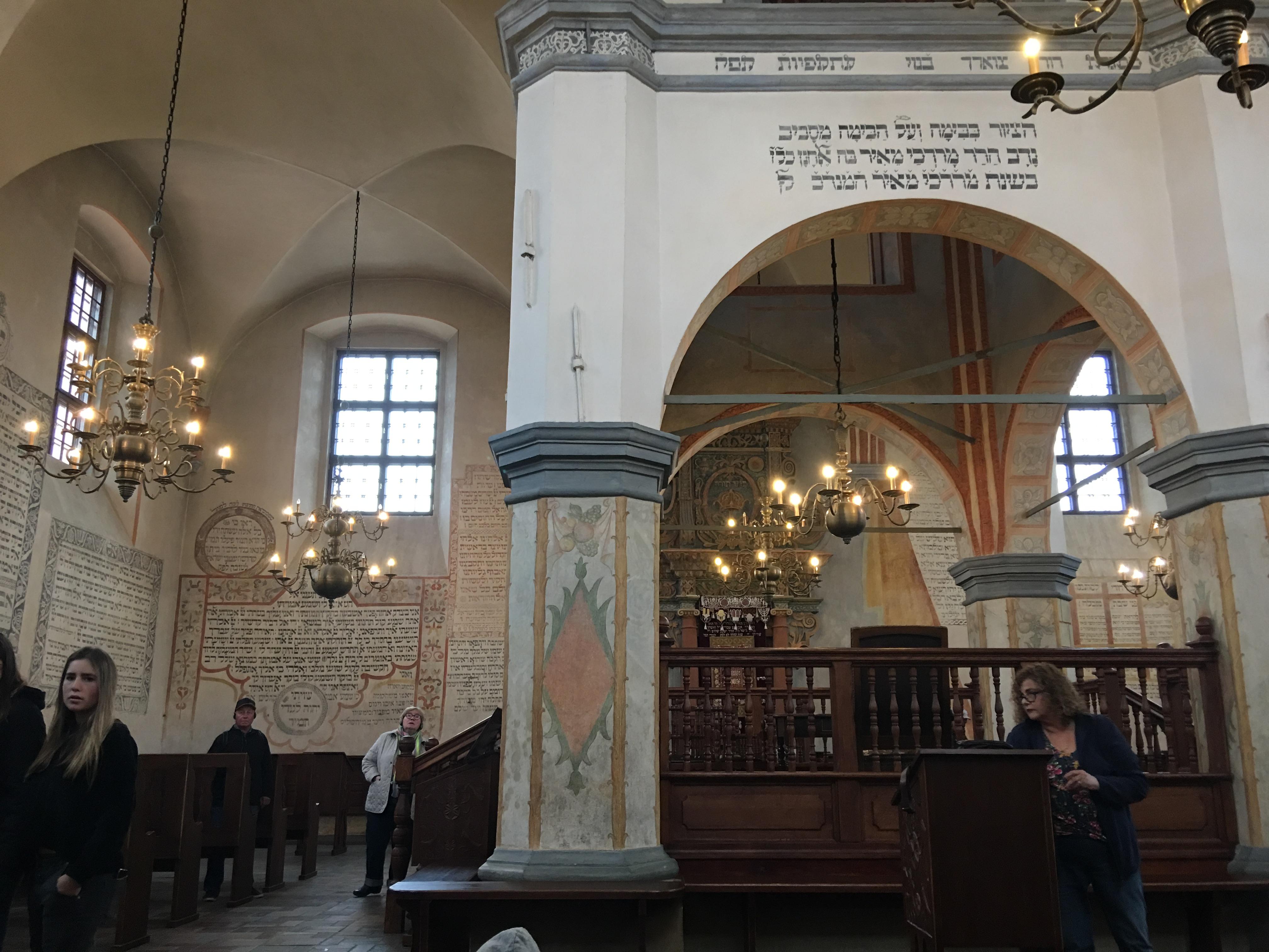 חלל בית הכנסת