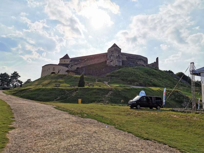 מקרוב המצודה